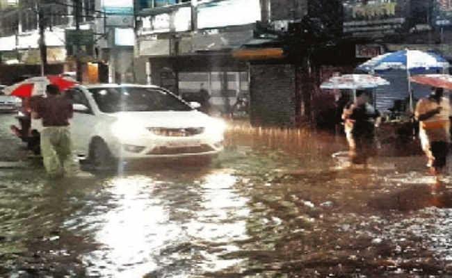 बारिश का कहर जारी, जलपाईगुड़ी शहर हुआ जलमग्न, एक की मौत