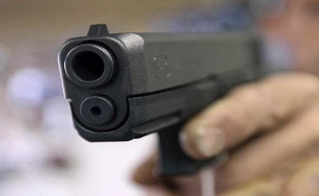 पत्नी व बेटी के सामने जमीन कारोबारी की गोली मारकर हत्या, भतीजी के साथ आरोपितों ने की थी छेड़खानी