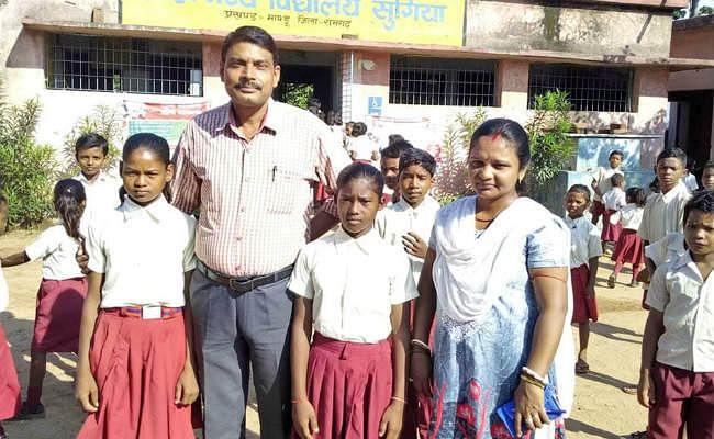 मांडू राउमवि की दो छात्राओं को खेल कूद एवं युवा कार्य निदेशालय झारखंड सरकार ने लिया गोद