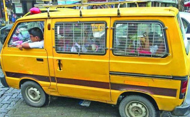 रांची : सांसद संजय सेठ के निर्देश पर एसएसपी ने छोटे स्कूल वैन पर लगे प्रतिबंध को वापस लिया