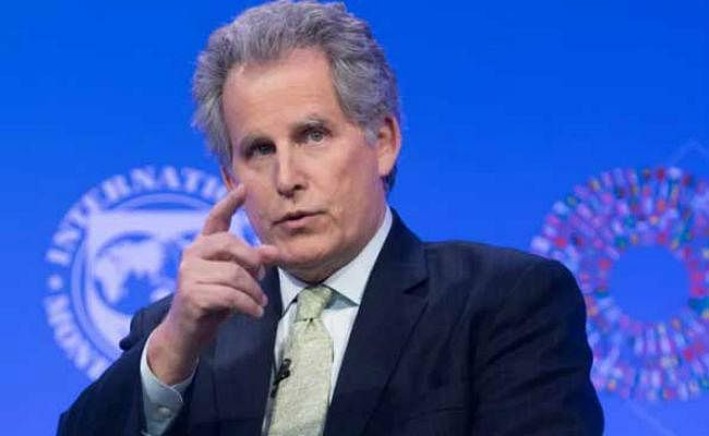 IMF ने पाकिस्तान को टैक्स रिवेन्यू कलेक्शन बढ़ाने और कर्ज में कमी लाने को कहा
