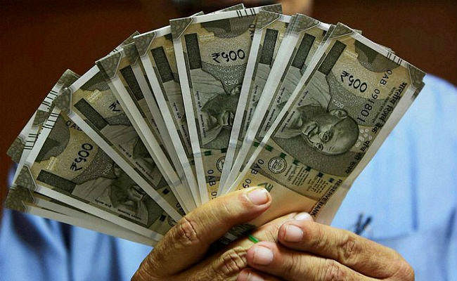 स्टॉक मार्केट में तीन दिन की गिरावट से इन्वेस्टर्स को 4 लाख करोड़ रुपये से अधिक का नुकसान