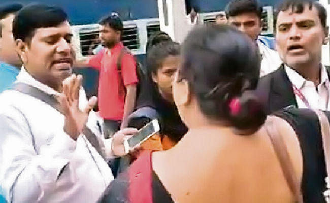 ....जब पटना जंक्शन पर टीटीइ ने महिला यात्री को मारा थप्पड़