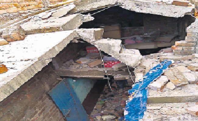 सिलिंडर विस्फोट में उड़ गया घर, महिला की मौत