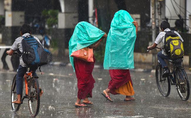 मौसम विभाग ने एक घंटे में जारी की दो-दो बुलेटिन, इन जिलों में बारिश और वज्रपात की चेतावनी