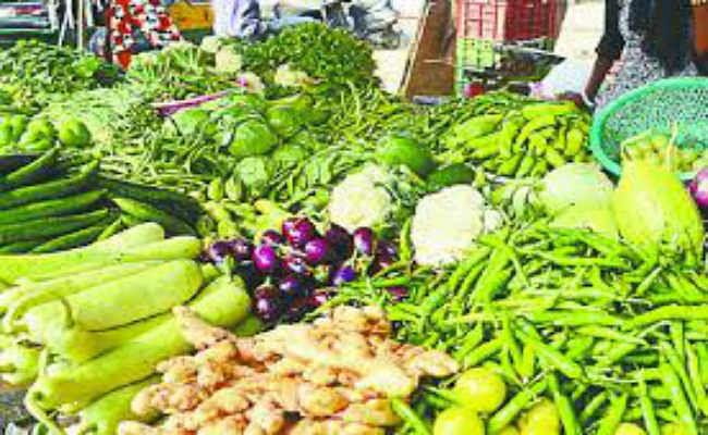 Vegetables Price: आसमान छू रहा सब्जियों का भाव, दाम कम करने के लिए लोग कर रहे हैं ये उपाये