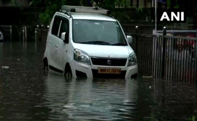 महाराष्ट्र: मुंबई में फिर से  ''आफत'' की बारिश, ट्रेनें फंसी, हवाई यात्रा में बाधा , जनजीवन अस्त-व्यस्त