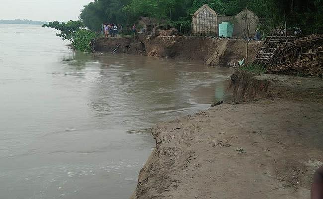 महानंदा नदी के जलस्तर में रिकॉर्ड वृद्धि दर्ज होने से आम लोगों में दहशत
