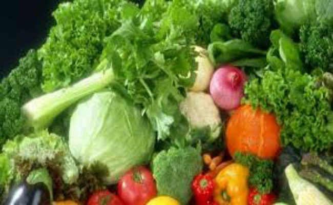 सावन माह में हरी सब्जियों की कीमतों में लगी आग, चिकन, मछली और मटन की मांग कम हो गयी है