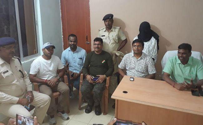 सरायकेला : कुकडु में पांच पुलिसकर्मियों की हत्या का आरोपी नक्सली आमलगीर गिरफ्तार