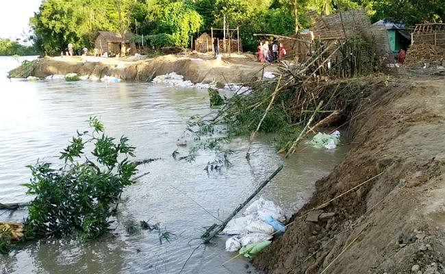 बिहार में बाढ़ : 130 लोगों की मौत, 88.46 लाख आबादी प्रभावित, घट रहा जलस्तर