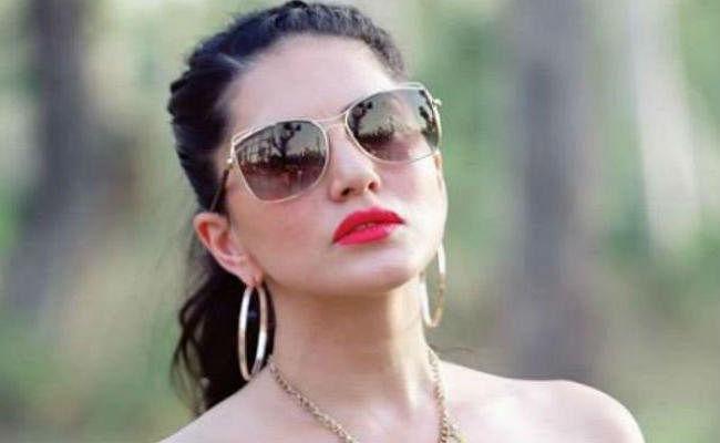 सनी लियोनी की वजह से इस युवक के मोबाइल पर आ रहे थे कॉल्स, अभिनेत्री ने मांगी माफी