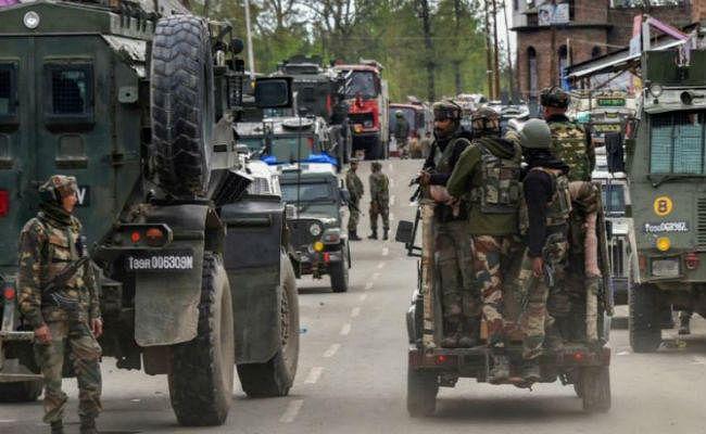 पूरे देश में हाइ अलर्ट, कश्मीर घाटी में पहुंचे डोभाल