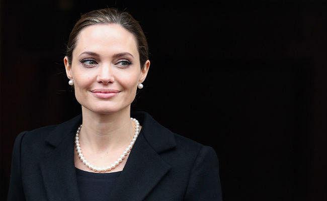 Angelina Jolie की बोली- अन्याय के खिलाफ आवाज उठाने वाली महिलाओं को धूर्त करार दिया जाता है