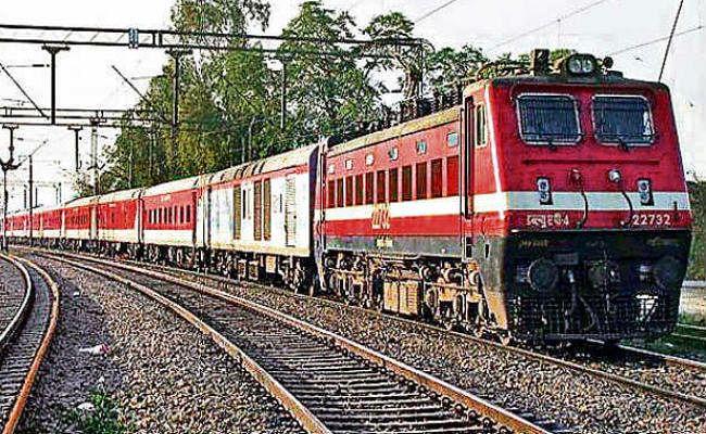 दिल्ली-हावड़ा मार्ग पर  चलेंगी 160 किमी प्रति घंटा की रफ्तार से ट्रेनें, यूपी,बिहार और झारखंड को होगा बड़ा फायदा