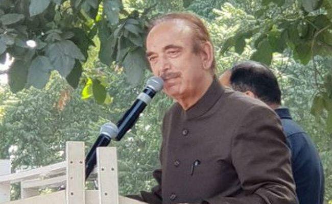 कांग्रेस के वरिष्ठ नेता गुलाम नबी आजाद को रोका गया श्रीनगर हवाई अड्डे पर