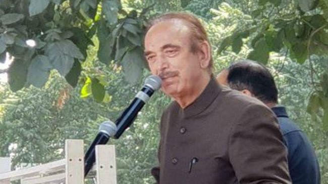 अमित शाह पर बरसे कांग्रेस नेता गुलाम नबी आजाद, कहा- जम्मू-कश्मीर को बांटा गया