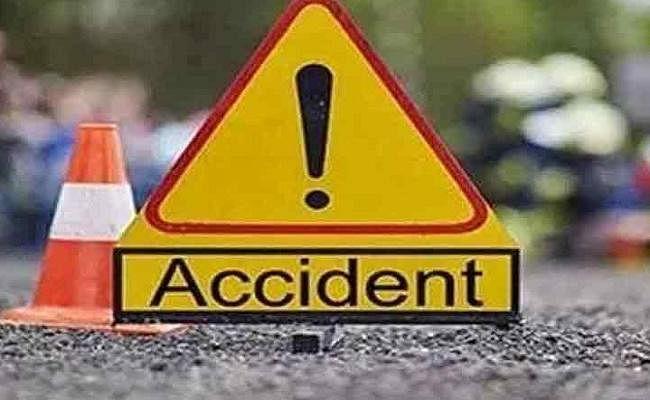 बिहार के मुजफ्फरपुर में सड़क हादसे में दो लोगों की ऑन स्पॉट डेथ, बस चालक समेत आधा दर्जन लोग जख्मी