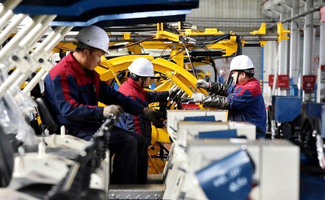 चीन को आर्थिक मोर्चे लगा करारा झटका : औद्योगिक उत्पादन 17 साल के निचले स्तर पर