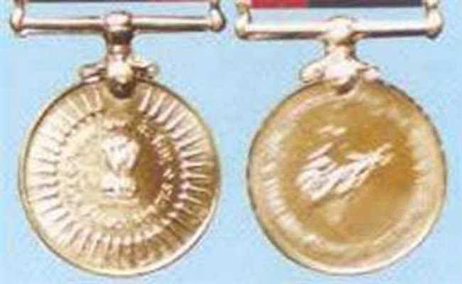 नक्सली को ढेर करनेवाले चार जवानों को शौर्य पदक