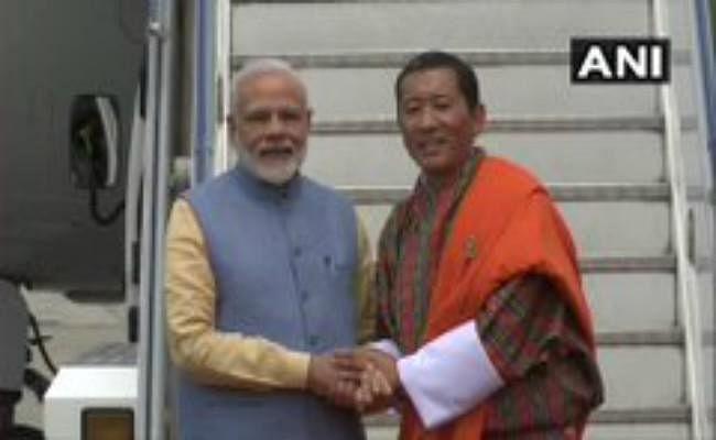 भूटान पहुंचे पीएम मोदी, एयरपोर्ट पर हुआ स्वागत