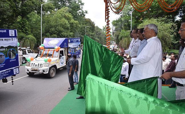बिहार : सीएम नीतीश ने जल-जीवन-हरियाली की जागरूकता के लिए ऑडियो-वीडियो प्रचार रथ किया रवाना