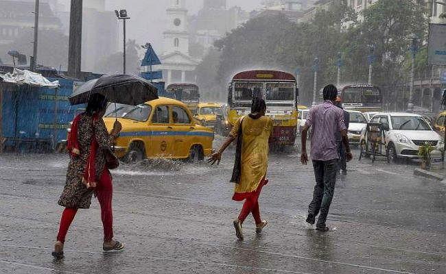 भारी बारिश से जनजीवन बेपटरी, कोलकाता में 24 घंटे में हुई 186.1 मिमी बारिश, कई इलाकों में जलजमाव से परेशानी