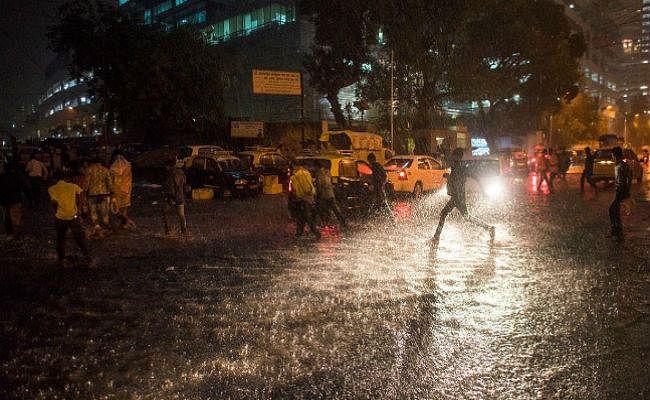 भारी बारिश से बढ़ी लोगों की परेशानी, कई इलाके डूबे