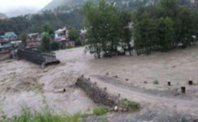 बारिश ने मचाई हिमाचल में तबाही, शिमला में भूस्खलन के मलवे में पांच दबे, कई लोगों की मौत