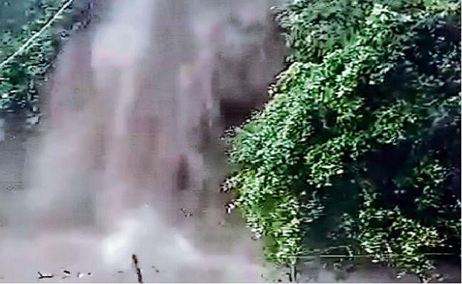 बाढ़ की आशंका: एक सप्ताह के लिए ककोलत जलप्रपात बंद, लगा धारा 144, पर्यटकों के प्रवेश पर रोक