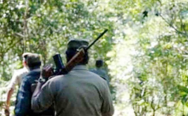 झारखंड के पलामू में पुलिस की नक्सलियों से हुई मुठभेड़, कई हथियार बरामद