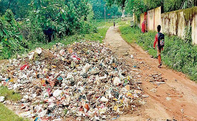 बीएसएल के सेक्टरों से 21 दिनों से नहीं हो रहा कचरा का उठाव, गंदगी व दुर्गंध से लोग परेशान