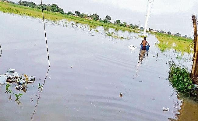 पटना : दियारे के निचले इलाकों में घुसा बाढ़ का पानी
