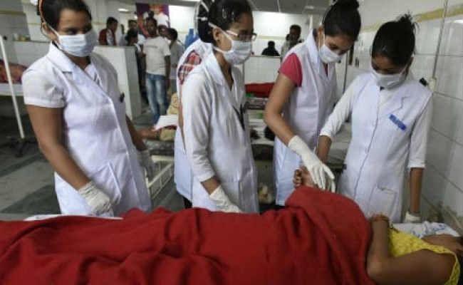 नर्सों को मिला वेतन, दो दिनों से चल रही हड़ताल खत्म