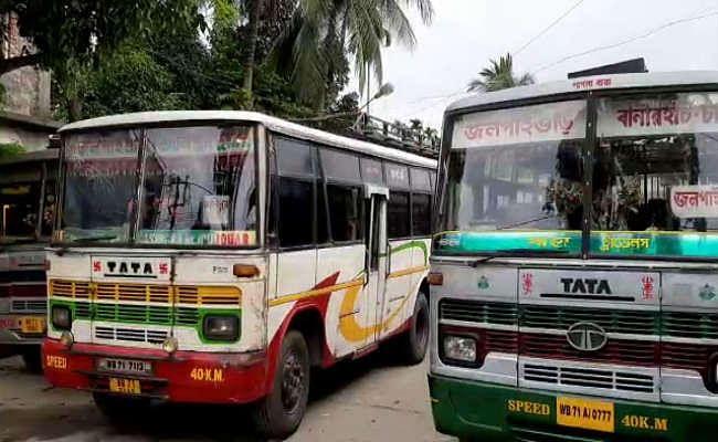 चालक को थप्पड़ मारने के खिलाफ मालदा में निजी बसों की हड़ताल