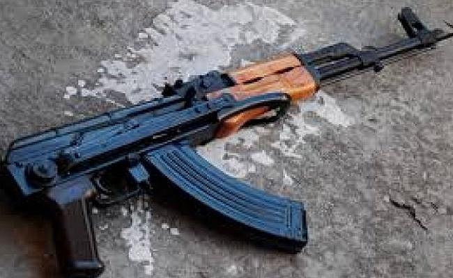Bihar News: जमीन खोदने पर मिले थे AK-47 व महंगे विदेशी हथियार, अंतरराष्ट्रीय तस्कर को दबोचने पहुंची NIA की टीम