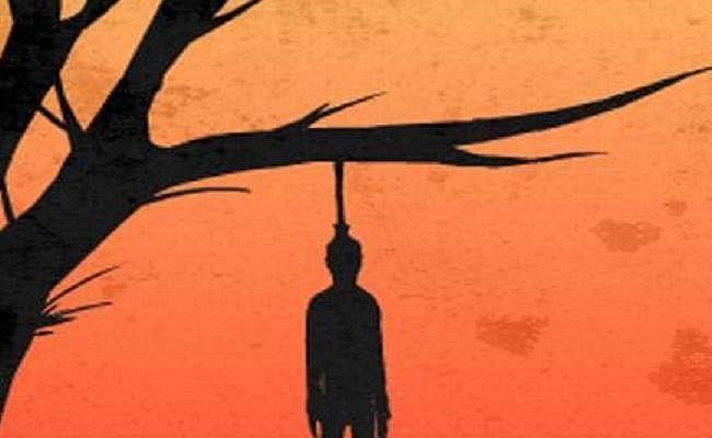 पेड़ से लटका मिला युवक का शव, परिवारजनों ने जताई हत्या की आशंका
