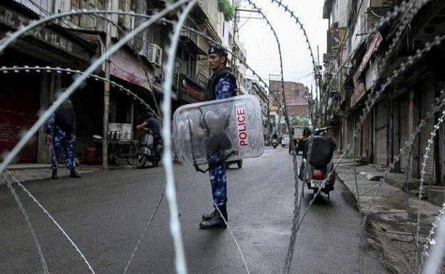 पाबंदियों में ढील के बावजूद कश्मीर में सामान्य जनजीवन प्रभावित, अप्रिय घटना की सूचना नहीं