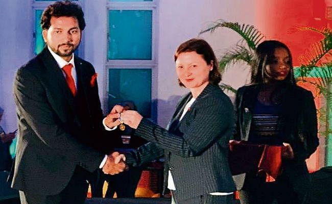 सारण : अजीत ने मालदीव में 40 देशों के युवाओं को किया संबोधित, मिला ग्लोबल पीस मेडल