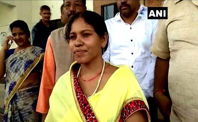 दंतेवाड़ा: जहां नक्सलियों ने की थी पति की हत्या, वहीं से प्रचार की शुरुआत करेंगी BJP उम्मीदवार ओजस्वी मंडावी