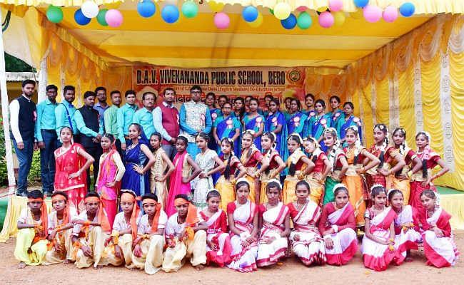 डीएवी विवेकानंद पब्लिक स्कूल में मना शिक्षक दिवस, बच्चों के माता-पिता हुए सम्मानित
