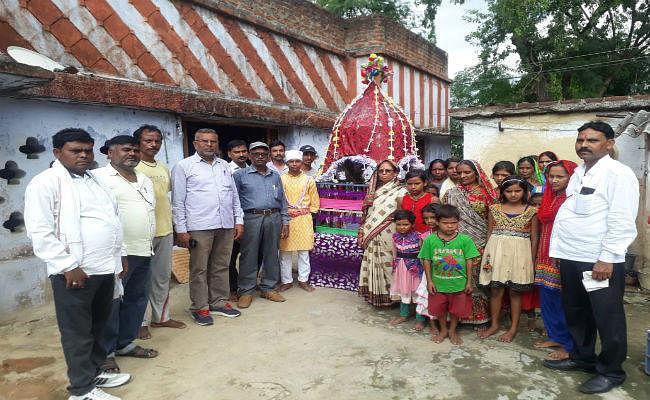 1911 से इस गांव में हिंदू समुदाय के लोग मनाते आ रहे मुहर्रम, गांव के बीच बना है इमामबाड़ा