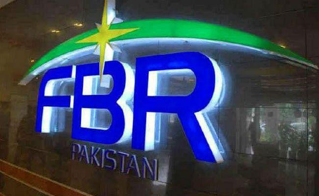 IMF से प्रोत्साहन पैकेज लेने के बावजूद टैक्स पेयर्स को रिटर्न देने में हांफ रहा पाकिस्तान