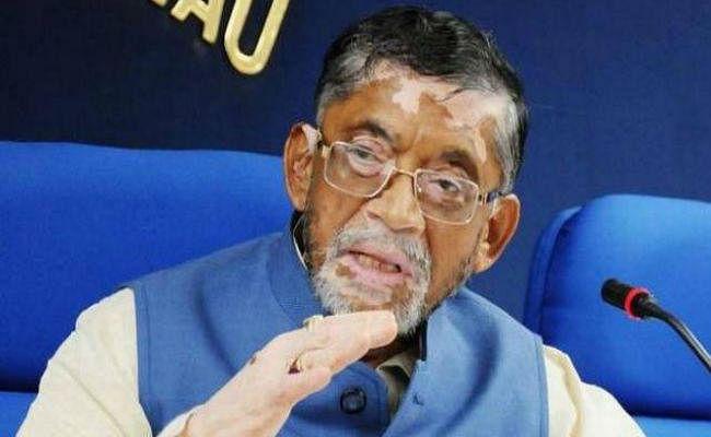 उत्तर भारतीयों की योग्यता पर सवाल उठाकर बुरे फंसे केंद्रीय मंत्री गंगवार, प्रियंका ने कहा - ये नहीं चलेगा...