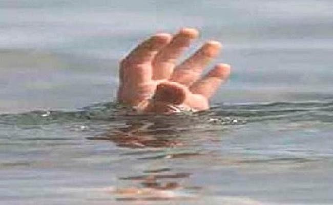 तालाब में स्नान के लिए गयी पांच किशोरियां डूबीं, तीन की मौत