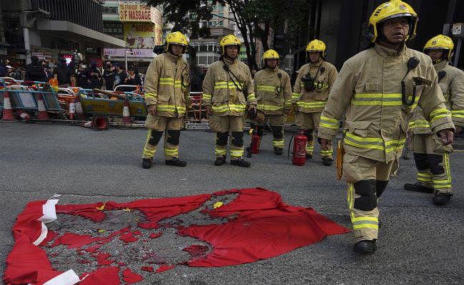 हांगकांग में फिर हिंसा, प्रदर्शनकारियों पर दागे गये आंसू गैस के गोले