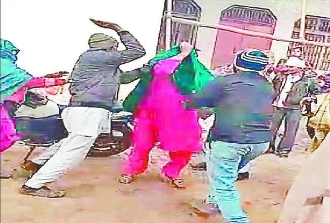 माटीगाड़ा : बच्चा चोर के संदेह में महिला की सामूहिक पिटाई