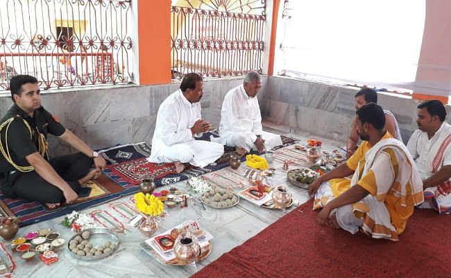 बिहार के राज्यपाल फागू चौहान ने गया में किया पिंडदान