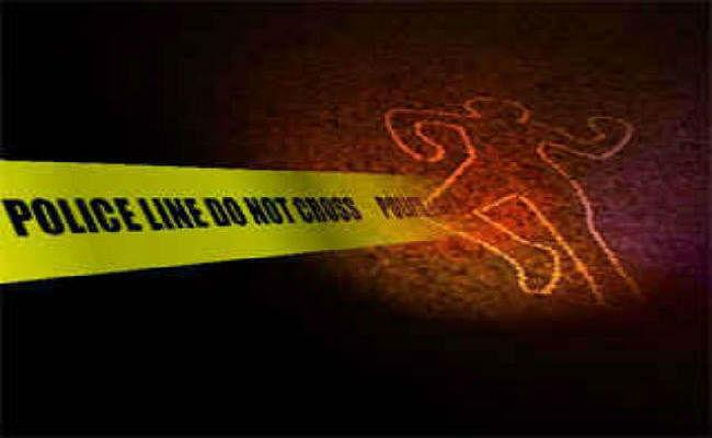 अपराधियों ने पहले किया प्रणाम, फिर बम और गोलियों से मुखिया के पति की कर दी हत्या