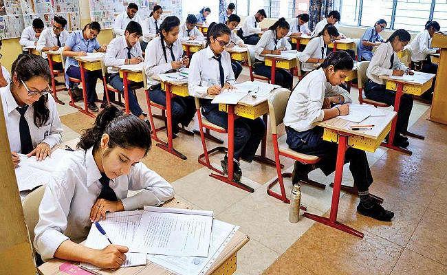 अब दिल्ली सरकार भरेगी अपने स्कूलों के 10वीं, 12वीं के छात्रों की सीबीएसई परीक्षा फीस